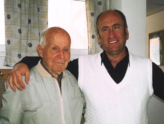 בגיל 17, Kovat יעקב ראה ד ר ויליאם בייטס בשנת 1921 עבור קוצר ראייה. עד גיל 98, יעקב יכול עדיין חוט מחט! בגיל 101, יעקב פיתח קטרקט, אך השיגה שיפור משמעותי בהחזון שלו אחרי שראיתי את מאיר שניידר, PhD, LMT.